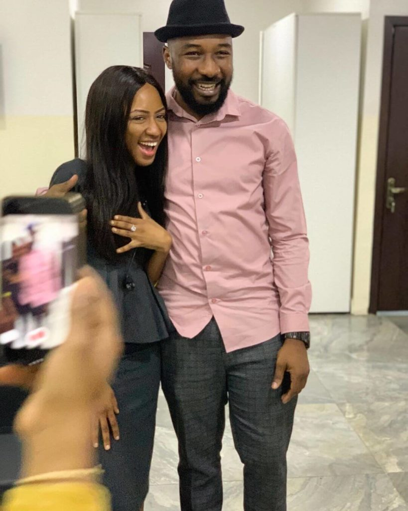 E-Kelly proposes to his girlfriend