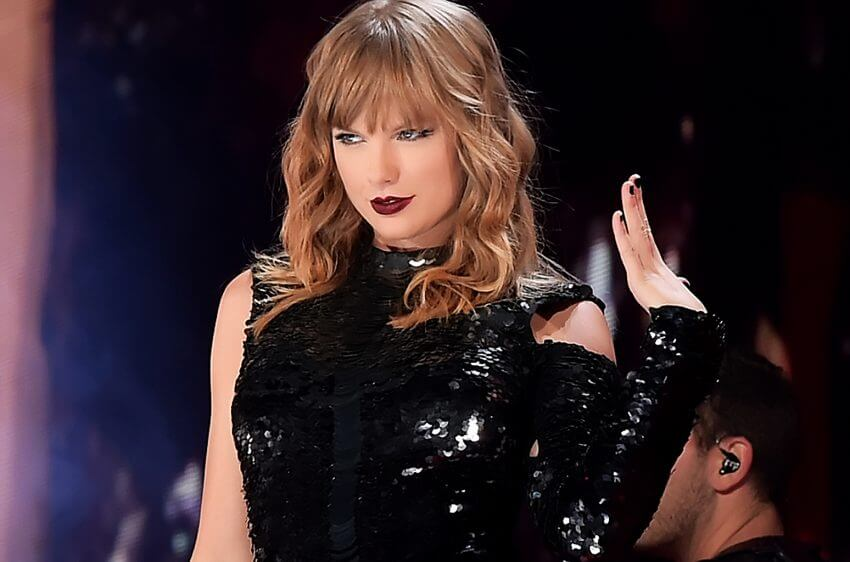Taylor Swift breaks MJ's record at the AMAs