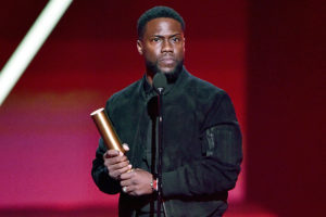 Kevin Hart giving his acceptance speech at the E! 2019 People's Choice Awards