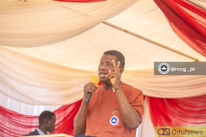 Nigerians Fire Pastor Adeboye For Asking Son To Fire Secretary