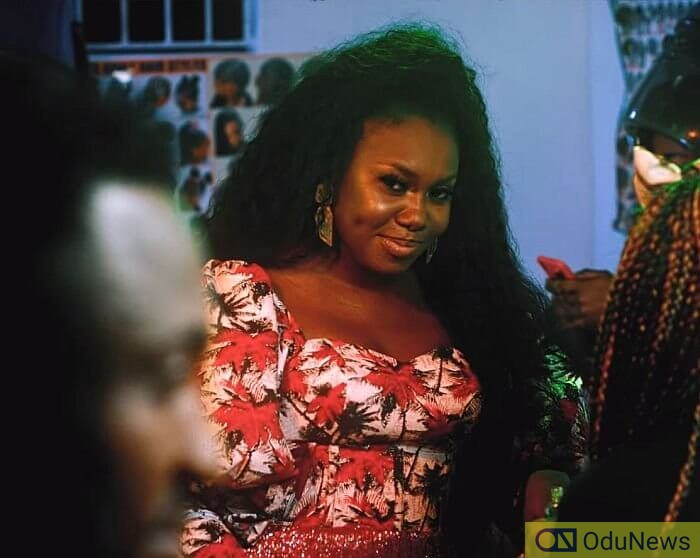 Niniola's ability as a singer and all-round performer are on full display