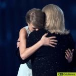 Taylor Swift and her mum
