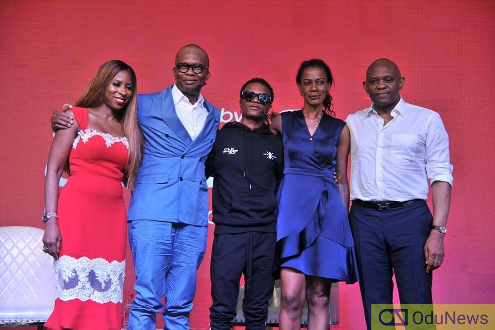 Wizkid with UBA Group Executives after signing a billion naira endorsement deal