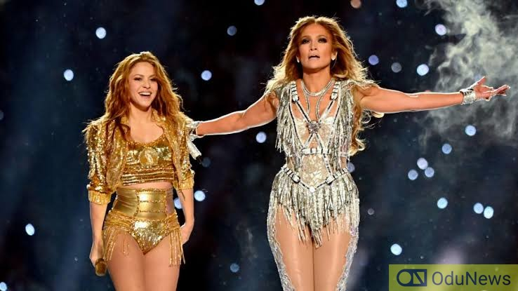 Jennifer Lopez and Shakira thrill fans at the Superbowl halftime show