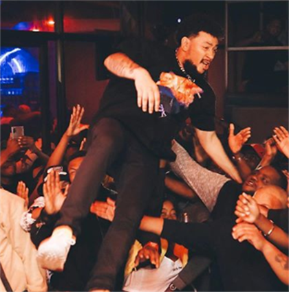 AKA Falls To The Ground As Crowd Fails To Catch Him While Performing [VIDEO]