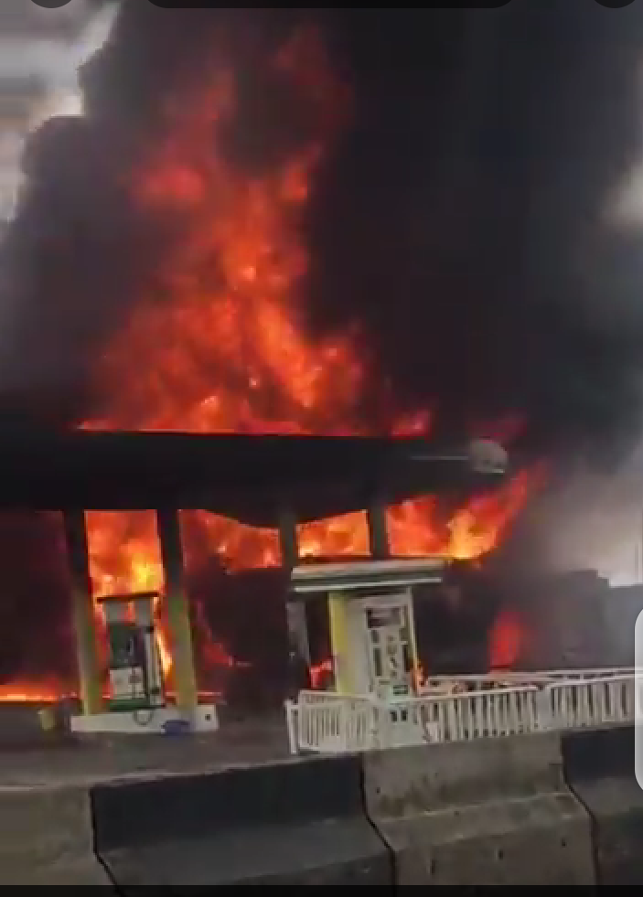 [VIDEO] Fire Breaks Out At NNPC Petrol Station In Ogba