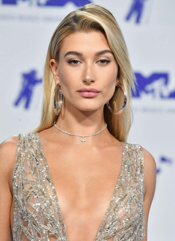 Hailey Bieber calls out those who use Photoshop to edit her pictures