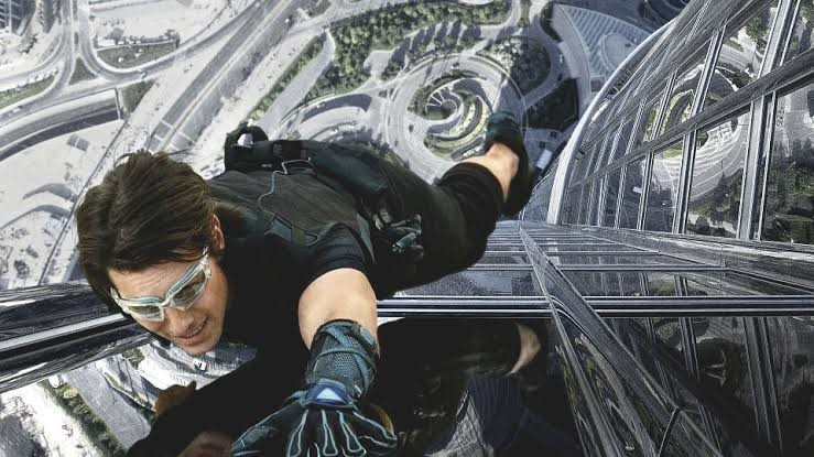 Cruise climbing the world's tallest building in one the MISSION IMPOSSIBLE films