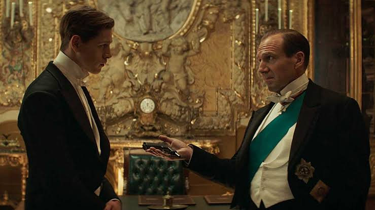 Harris Dickinson and Ralph Fiennes in THE KING'S MAN