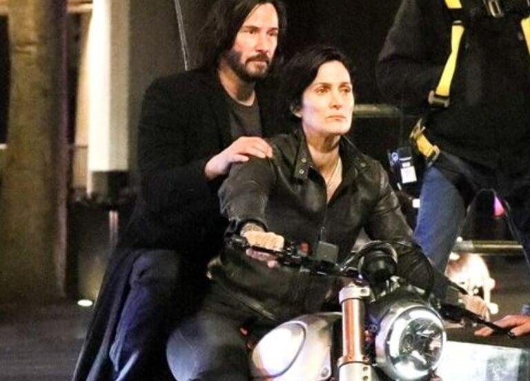 Keanu Reeves and Carrie-Anne Moss on the set of THE MATRIX 4
