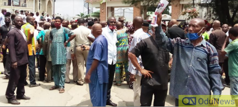 'Pro Government' Thugs Flog Protesting Pensioners At Imo Govt. House [WATCH VIDEO]
