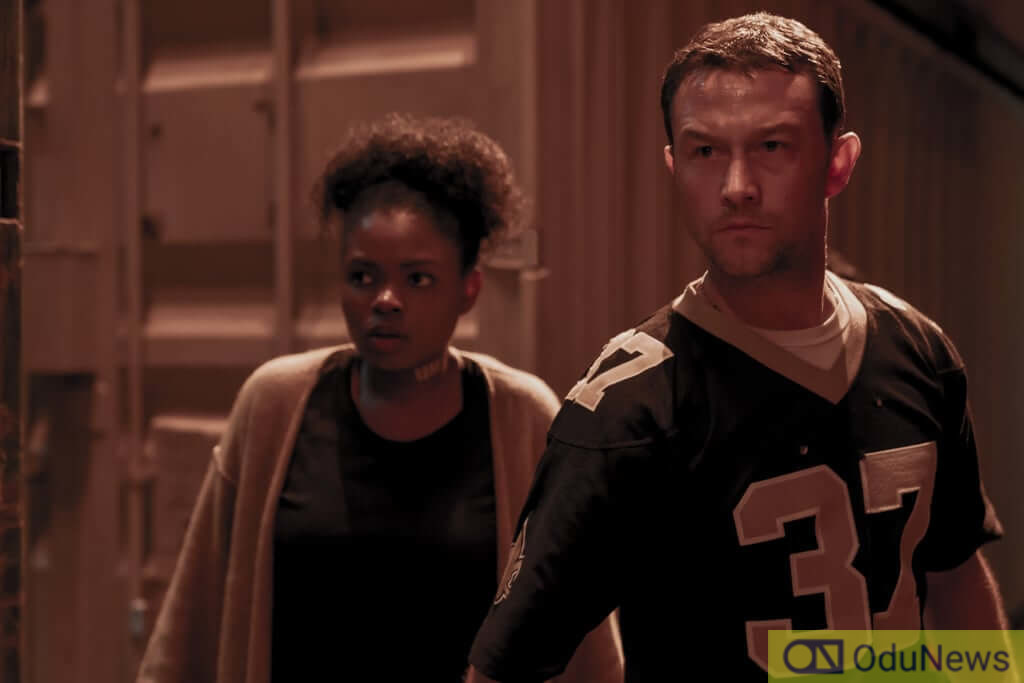 Kyanna Simone Simpson and Joseph Gordon-Levitt in the movie
