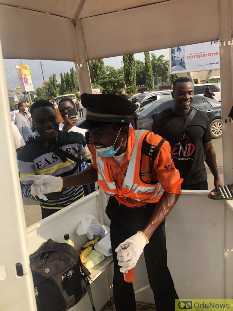 The Overwhelming Moment #EndSARS Protesters Showed Love To Traffic Warden